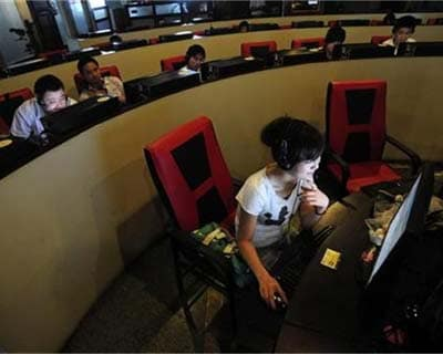 <p><b>People use computers at an internet cafe in Hefei, Anhui province</b></p><p>China's hot Internet sector is facing a problem it is unaccustomed to: a lack of money.</p><p>The world's largest Internet market, with nearly half a billion us