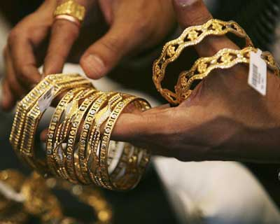 Gold retraces from 1-week low