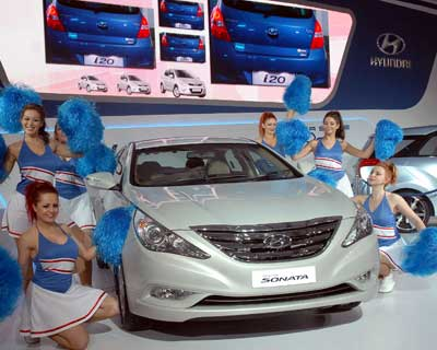 <p>Girls performing at the Hyundai Sonata launch their new version during the Auto Expo on Saturday.</p><p><b>Photo Credit: Dalip Kumar</b></p>