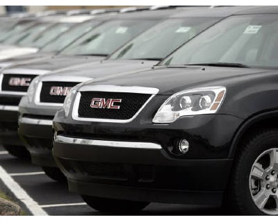 <p><b>General Motors SUV&#39;s are displayed in an autosales lot in Troy, Michigan</b> </p><p> General Motors Co and Chrysler Group LLC could award some managers bonuses of up to 50% of their salary, Bloomberg reported on Thursday, citing three peo