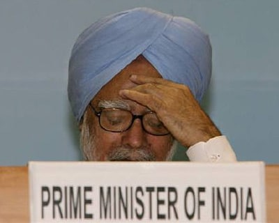 <p><b>Prime Minister Manmohan Singh attends a awards ceremony in New Delhi </b> </p><p> Prime Minister Manmohan Singh faces more political headaches after the Supreme Court pressed for deeper probes into a multi-billion dollar corruption case and a