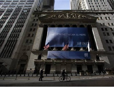 <p><b>The New York Stock Exchange </b> </p><p> Deutsche Boerse and NYSE Euronext announced the creation of the world's largest exchange operator on Tuesday, dodging political issues that could threaten completion of a deal. </p><p> A key comp
