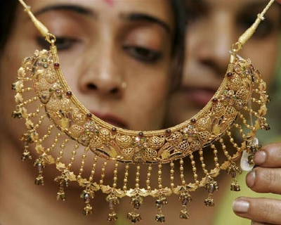 <p><b>Women admire a gold necklace at a jewellery shop in Chandigarh</b> 