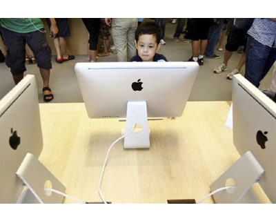 <p><b>A boy looks at an Apple iMac desktop computer at the new Apple Store in Pudong Lujiazui, in Shanghai </b> </p><p> A rare Wall Street downgrade stoked fears that Apple Inc's torrid growth is slowing and sent its shares sliding for the seco