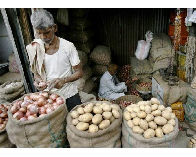 <p><b>Vendors prepare their goods at a vegetable stall at a wholesale market in Mumbai</b> 