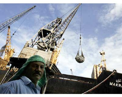 <p>A worker stands in front of a ship at the port in Mumbai</p><p><b>When DP World was vying to build a fourth container terminal at Mumbai&#39;s main port this year, the Dubai-owned giant made what it thought was a solid bid, proposing to share one-