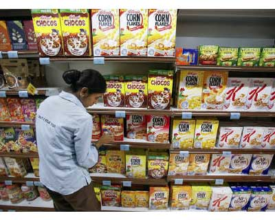 <p><b>An employee arranges breakfast cereals on the shelves of a supermarket in Mumbai</b></p><p>Indian consumer goods firms, already struggling with mounting raw material prices, are increasingly under pressure to manage rising packaging costs that