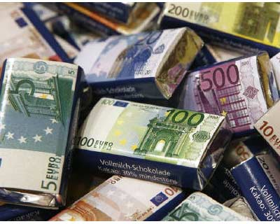 <p>Chocolate bars in Euro banknote design are on display at a candy shop in Vienna</p><p><b>Ratings agency Standard and Poor&#39;s lowered its economic growth forecasts for the euro zone on Tuesday, but said the shared currency bloc was not headed to
