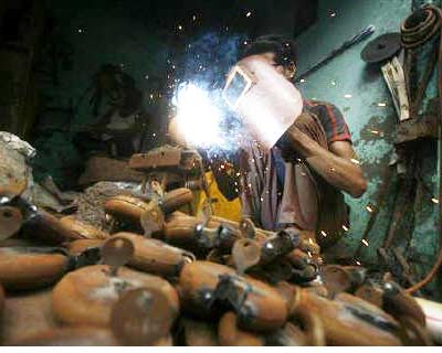 <p>An employee works inside a small-scale locks manufacturing factory at Aligarh district in Uttar Pradesh</p><p><b>India&#39;s manufacturing growth nearly stalled in September, turning in its weakest showing since March 2009 on slowing output and or