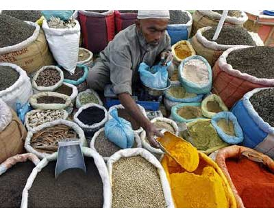 <p>A vendor sells spices on a street in Srinagar</p><p><b>Anyone hoping that recent falls in commodity prices would provide a boost to powerhouse Asian economies and help lift the developed world out of recessionary danger will be disappointed. The r