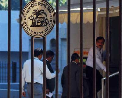 <p>The RBI logo is pictured outside its head office in Mumbai</p><p><b>The RBI will stick to its exchange rate policy and the guidance provided on monetary policy would hold until further notice, the central bank&#39;s deputy governor Subir Gokarn sa
