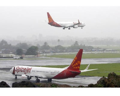 <p><b>SpiceJet aircrafts prepare for landing and take-off at the airport in Mumbai</b> 