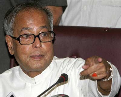 <p>Finance Minister Pranab Mukherjee gestures during a news conference in New Delhi</p><p><b>India is in a better position than other countries to manage the impact of an uncertain global economic situation following the developments in the United St