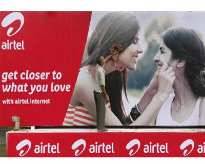 <p>A labourer cleans a Bharti Airtel advertisement billboard installed on a truck in Kolkata</p><p><b>Indian mobile carrier Bharti Airtel said on Wednesday it has signed a contract with Huawei Technologies to modernise and expand its second-and-third