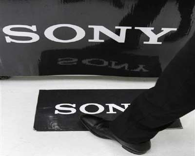 <p><b>A man walks past logos of Sony Corp at an electronics shop in Tokyo</b> </p><p> Sony, hoping to spur sales ahead of the holiday shopping season, has slimmed down its electronic readers and also given them touchscreen control. </p><p> The th