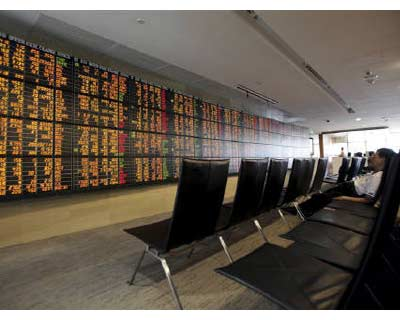 <p><b>An investor sits in front of an electronic board displaying live market data at a stockbroker&#39;s office in central Bangkok</b> </p><p> World stocks kicked off September on a stronger note on Wednesday as data showed a manufacturing rebound