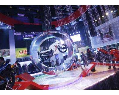 <p><b>Visitors stand at the Hero Honda pavilion of Auto Expo in New Delhi</b>