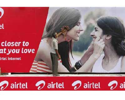 <b>A labourer cleans a Bharti Airtel advertisement billboard installed on a truck in Kolkata</b></p><p>India&#39;s top two mobile phone carriers, Bharti Airtel and Reliance Communications, are expected to report lower quarterly profits, with investor