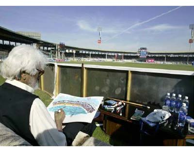 <p>A file photo shows artist Maqbool Fida Husain working on a sketch of Karachi's National stadium during an ODI match between India and Pakistan February 19, 2006.</p><p><b>MF Husain, India's best known painter, died on Thursday at age 95, a