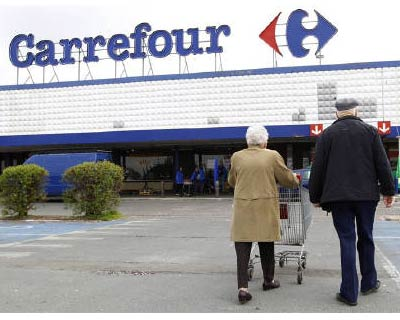 <P> Customers arrive at a Carrefour supermarket near Brussels, April 30, 2010.  </P><P> The world&#39;s second-largest retailer has secured four properties in four cities across India and plans to set up four to five cash-and-carry stores by the e