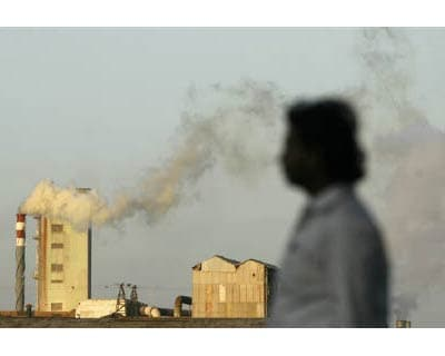 <P> Smoke billows from a chimney of an industrial plant in Mumbai in this September 16, 2009 file photo.  </P><P> India&#39;s greenhouse gas emissions grew 58 per cent between 1994 and 2007, official figures released on May 11, 2010 showed, helped
