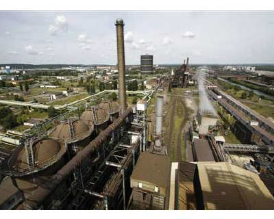 <p>A general view shows the smelting furnaces of ArcelorMittal steel manufacturer plant in the eastern German town of Eisenhuettenstadt</p><p><b>ArcelorMittal, the world&#39;s largest steelmaker, forecast strong prices and shipments that would propel
