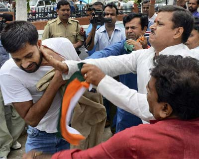 Congress workers manhandle Anna Hazare supporter