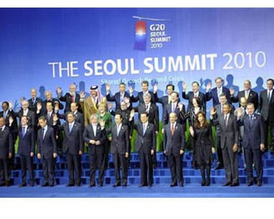 <p><b>G20 closes ranks but skims over toughest tasks as members of the G20 wave during a family photo session at the Summit</b> </p><p> G20 leaders closed ranks on Friday and agreed to a watered-down commitment to watch out for dangerous imbalances