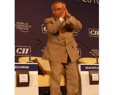 <p><b>Finance Minister Pranab Mukherjee greets the delegates and members at the India Economic Summit jointly organised by the Confederation of Indian Industry (CII) and World Economic Forum (WEF)</b>