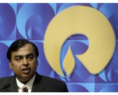 <p><b>Mukesh Ambani, chairman of Reliance Industries, speaks during a news conference in Mumbai</b>