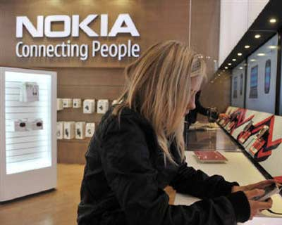 <p> <b>A girl tests out the new Nokia N8 mobile phone at the Nokia Flagship store in Helsinki.</b> </p><p> Nokia, the world&#39;s top cellphone maker, said on Friday some of its flagship N8 smartphones were sold with a power fault that meant they