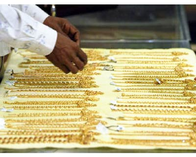 <p><b>A salesman displays gold chains at a jewellery showroom in Hyderabad</b> 