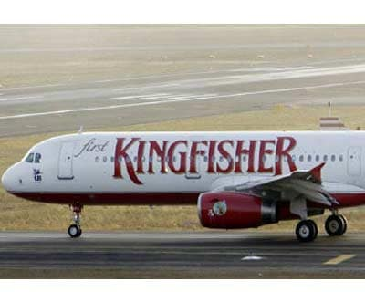 <p><b>A Kingfisher Airlines Airbus passenger aircraft prepares to take-off at Mumbai airport</b>