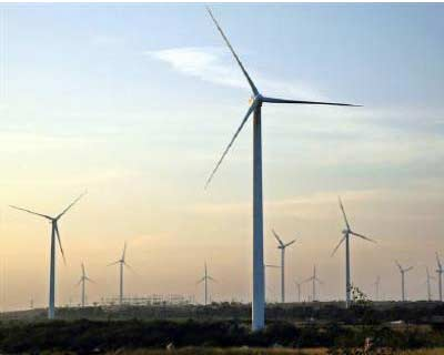 <p><b>Wind turbines turn in the breeze at Nagaj village in Sangli district in Maharashtra</b>