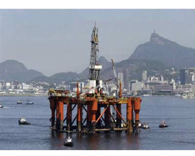 <p><b>A Petrobras Oil platform is seen at Guabanara bay in Rio de Janeiro</b>