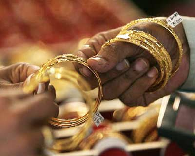 <p><B>A woman buyer looks at gold bangles at a jewellery shop in Mumbai</B> </p><p> India, the world's largest market for gold, is seen importing 504.5 tonnes of gold in 2010, according to a Reuters poll. </p><p> In 2009, India's import o