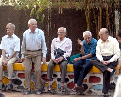 <p><b>Old men sitting as they chat among themselves during the Budget</b>