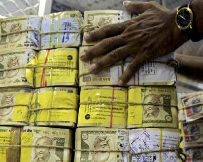 <p>A bank employee counts bundles of Indian currency at a cash counter in Agartala, capital of Tripura</p><p><b>India&#39;s fiscal deficit for the 2010-11 fiscal year that ended on March 31 was 3.69 lakh crore, the government said in a statement on T