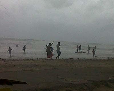 Cyclone Nilam hits TN, AP coasts