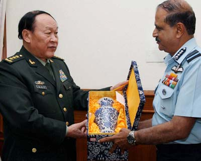China's defence minister meets Air Marshall chief