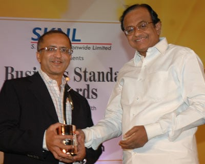 OnMobile CEO & MD Arvind Rao receives Star SME award from Home Minister P Chidambaram. The ceremony was held in Mumbai on March 30, 2010, where the minister was the chief guest.