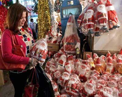 Tourist purchasing a Santa Claus model