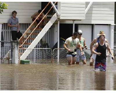 <p><b>Teenagers wade through a flooded street in the Brisbane suburb of Breakfast Creek</b>