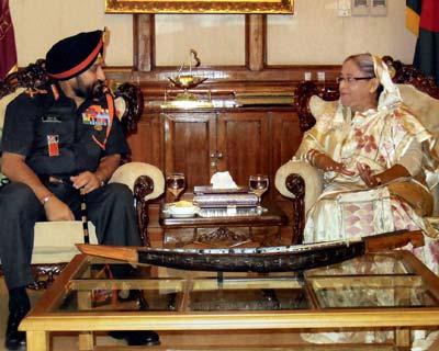 Army chief meets Bangladesh PM