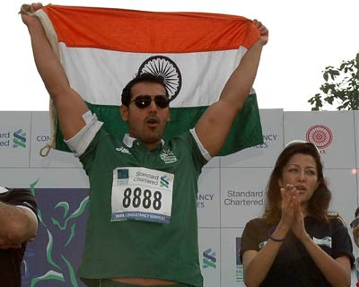 Bollywood actor and brand ambassodor of Standard Chartered Mumbai Marathon John Abraham along with actor Aditi Govitrikar at the event.