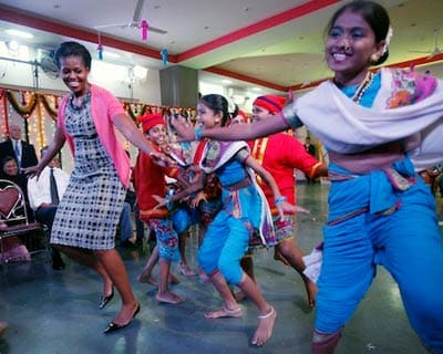 <p><b>The United States First Lady Michelle Obama shakes a leg with Indian students performing Maharashtra&#39;s traditional Koli dance for US&#39; first couple at the Mumbai University</b>