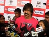 Vivek Oberoi celebrates his 33rd B'day with Cancer Patients