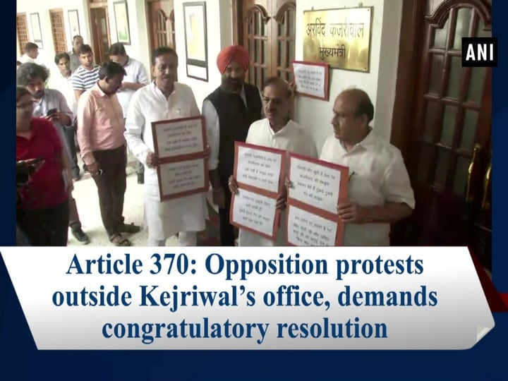 Article 370: Opposition protests outside Kejriwal's office, demands congratulatory resolution