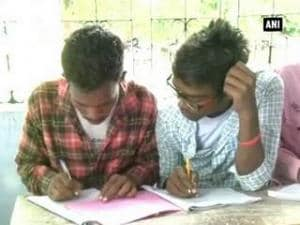 Cheating fiasco: Watch students of Dhanbad College copying in examination