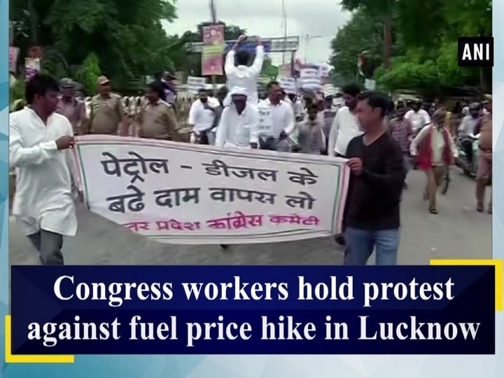 Congress workers hold protest against fuel price hike in Lucknow